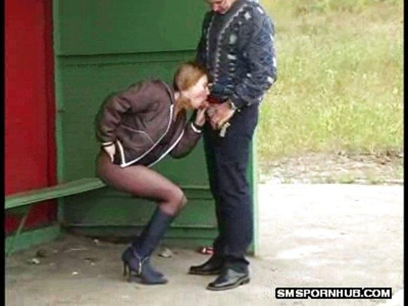 мужчины ощущения, парень ебет девушку за остановкой отогнул бретельку